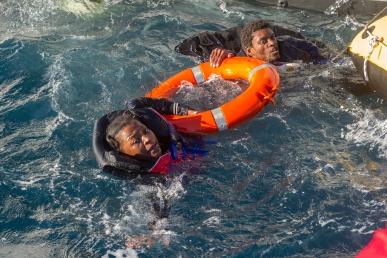 migrants-mer-mc3a9d-2.jpg